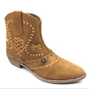 MATISSE Riggs ankle boots 7 brown fawn suede stud